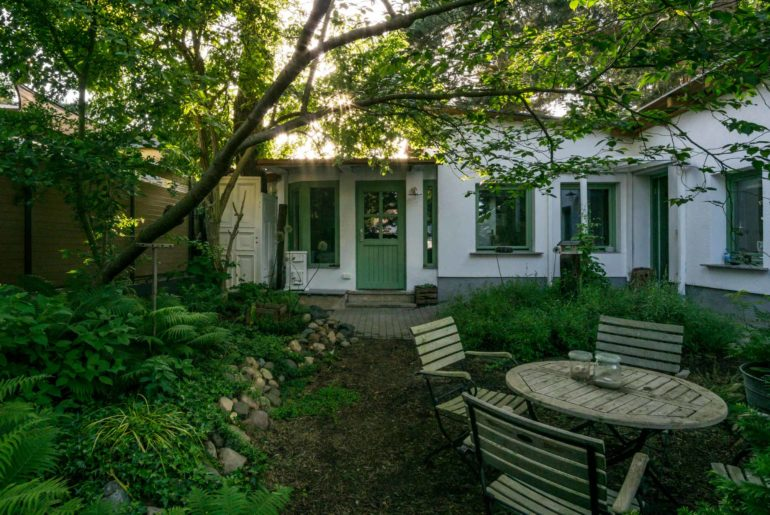 Countryside-cottage-in-Berlin-1