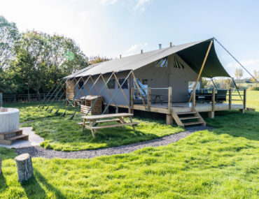 English Countryside Glamping: Middlestone Farm