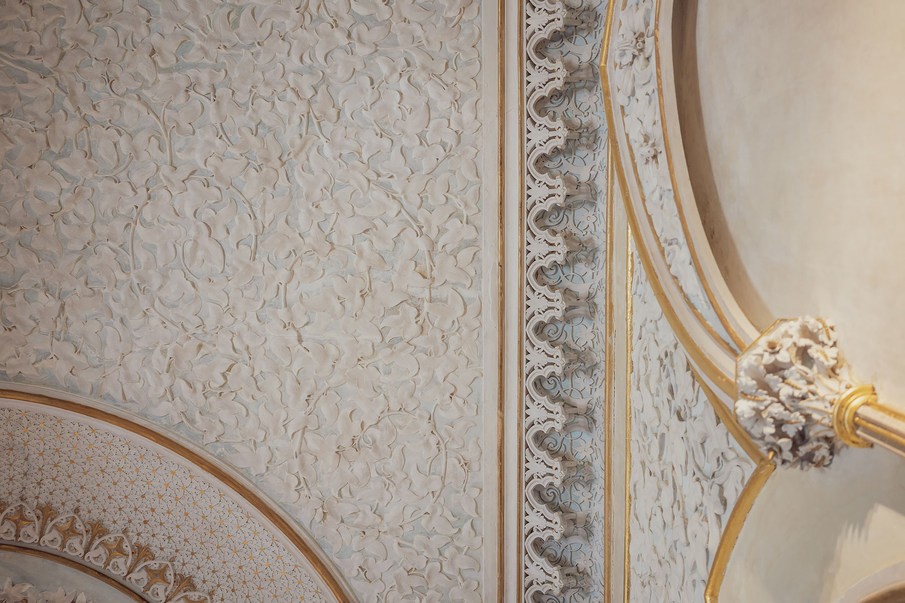 Slow travel to Lisbon | Monserrate Palace details© Soonafternoon