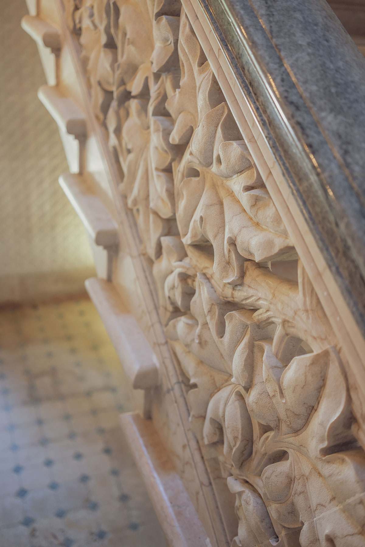 Slow travel to Lisbon | Monserrate Palace stair details© Soonafternoon