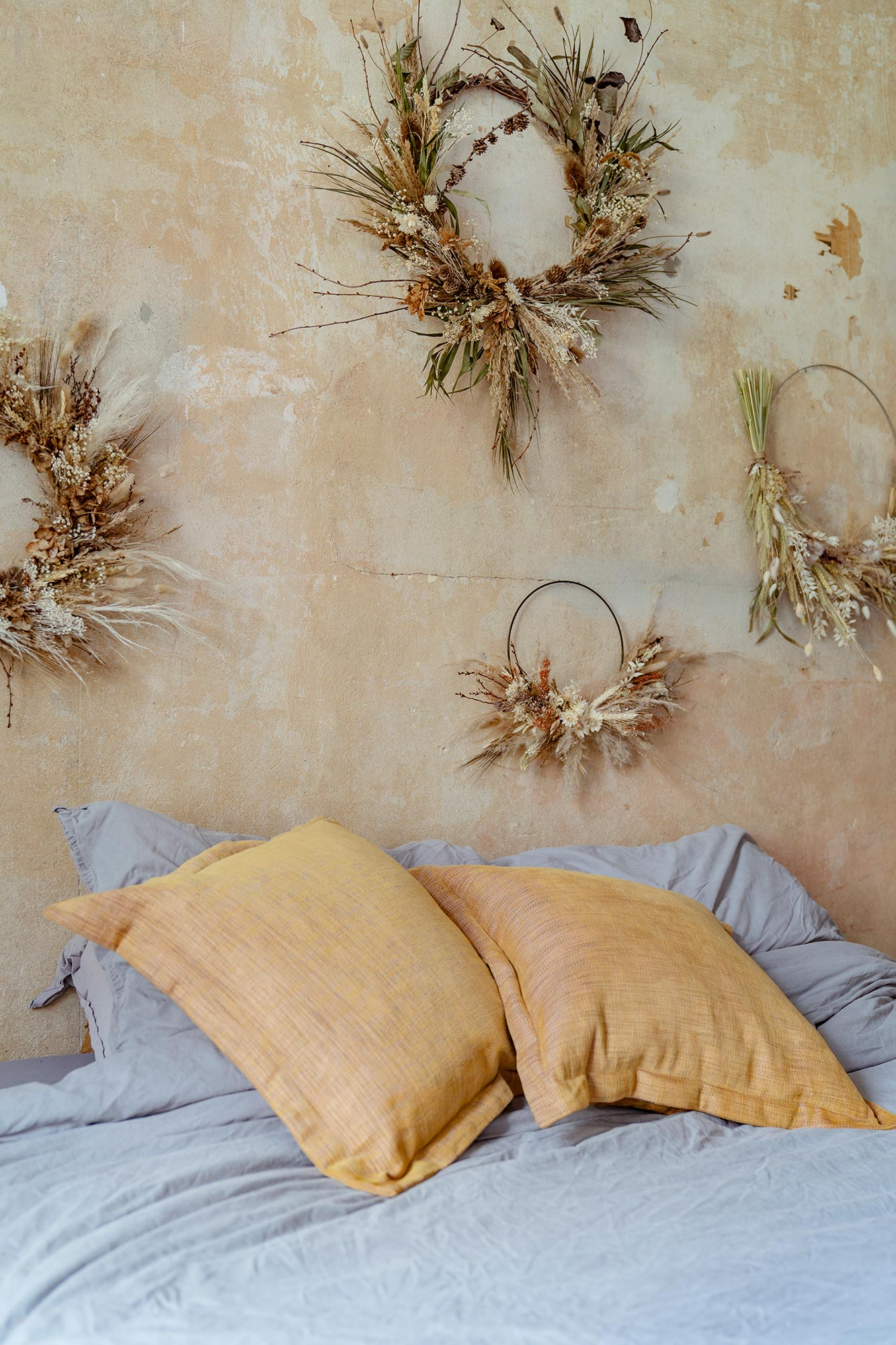 Bedroom with dried flowers
